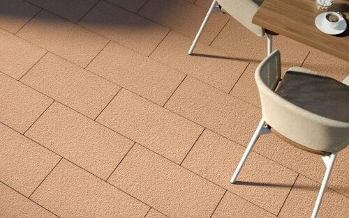 """Beton im Textil-Look: Die Terrassenplatte """"Brooklyn cotton"""" in der Farbvariante """"Sand"""". Foto: F. C. Nüdling, Fulda"""