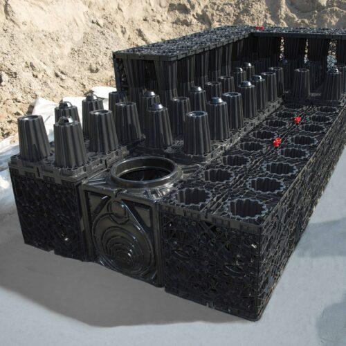 Modernes Rigolensystem aus Kunststoff zur Zwischenspeicherung von Regenwasser im Erdreich. Foto: ACO