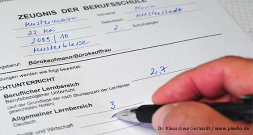 20150826_Zeugnis-Berufsschule-von-Hand-geschrieben_Dr-Klaus-Uwe-Gerhardt-Pixelio