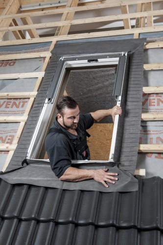 schritt f r schritt einbau von dachfenstern dach fenster baustoffwissen. Black Bedroom Furniture Sets. Home Design Ideas