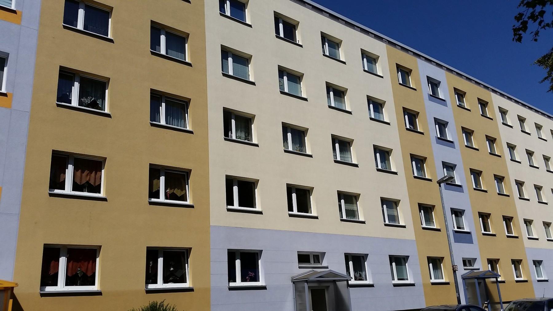 Das A/V-Verhältnis ist bei lückenloser Bebauung günstiger als bei freistehenden Einzelhäusern. Foto: Pixabay