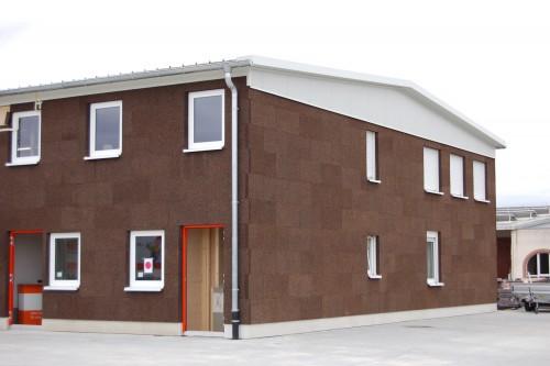 Lagerhalle mit Kork-Sichtfassade beim Holzfachhändler Zipse. Foto: Zipse