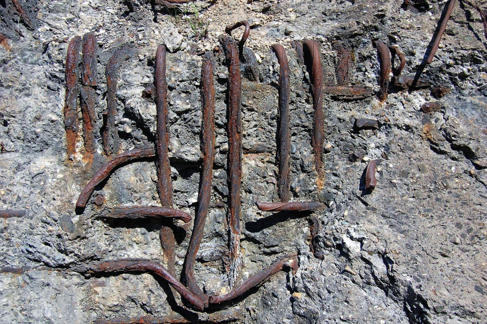 Carbonatisierung führt irgendwann zu Betonabplatzungen. Foto: Thomas Max Müller / www.pixelio.de