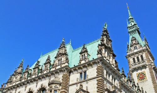Kupferdach auf dem Hamburger Rathaus Foto: Erich Westendarp/www.pixelio.de