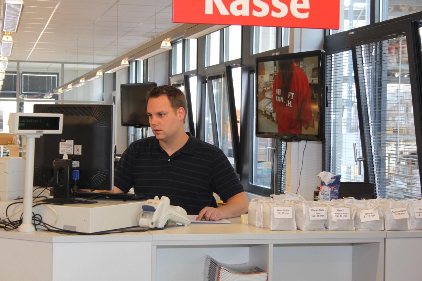 Kassenbereich im Essener Baustoffhandel Schlenkhoff. Foto: Redaktion/Grimm