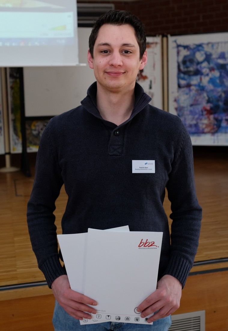 Ausbildungsbotschafter Patrick Held freut sich über seine Urkunde. Foto: Bauking