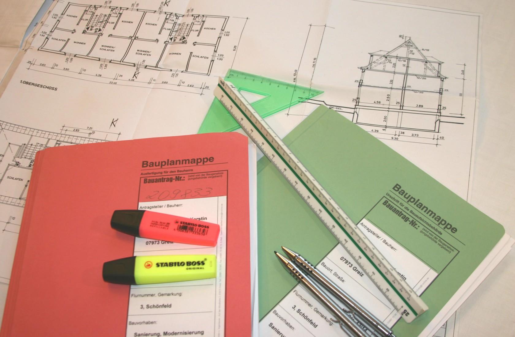 Auch das Baugenehmigungsverfahren wird in den Landesbauordnungen geregelt. Foto: TRgreizer/pixelio.de