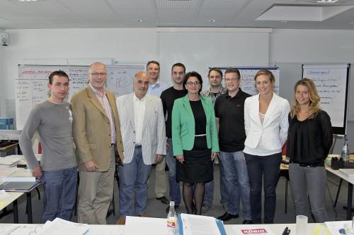 Start 2012: Die Teilnehmer des zweiten MoFiB-Kurses mit BDB-Präsident Stefan Thurn (3.v.l.) sowie den Seminarleitern Christof Klein (2.v.l.) und Klaus Günther (4.v.l.). Foto: Grimm
