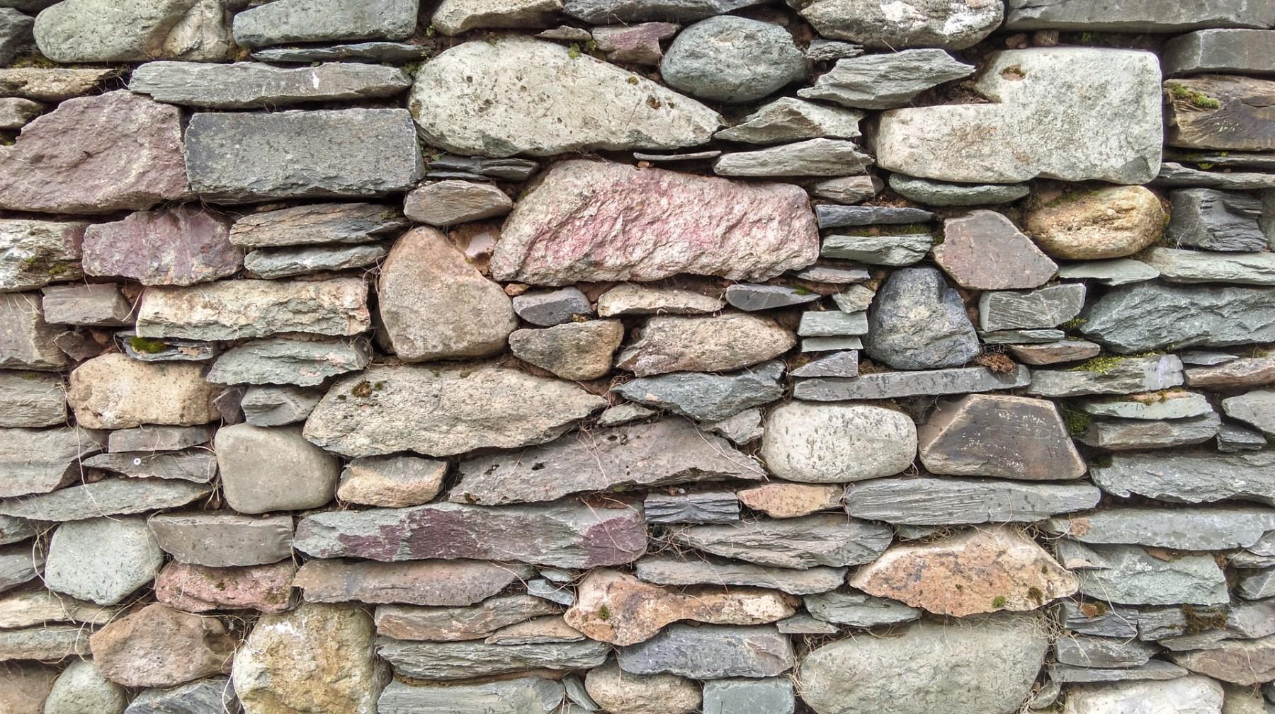 Trockenmauern werden ganz ohne Mörtel gebaut. Foto: Pixabay