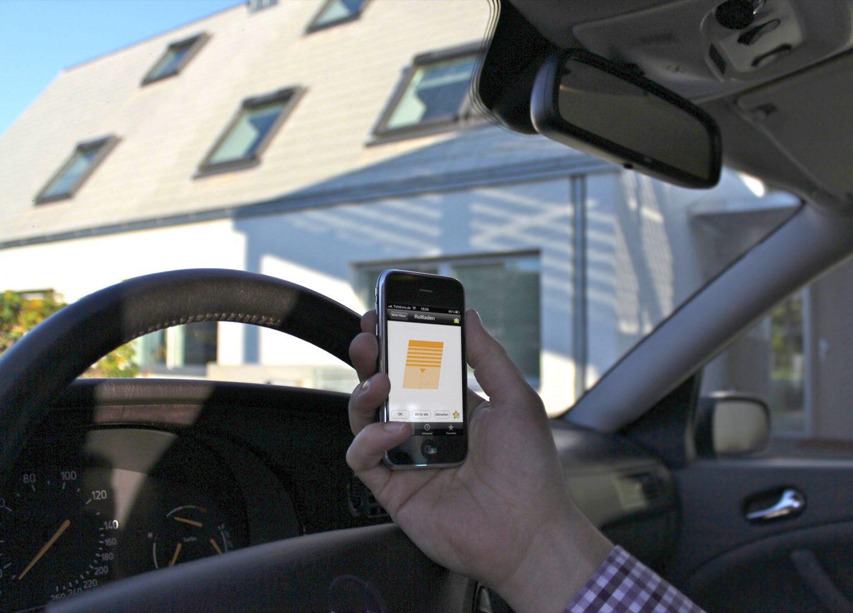 Haushaltstechnik und Konsumelektronik werden im Smart Home über das Internet gesteuert – zum Beispiel per PC oder Smartphone. Foto: Velux
