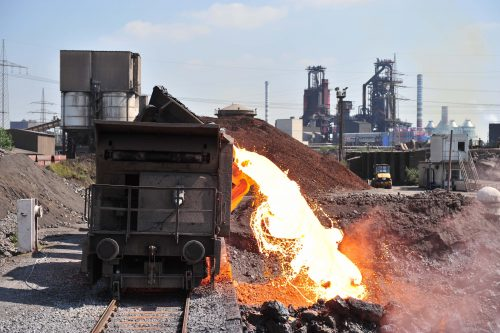 Im Forschungsprojekt ELEXSA des Fraunhofer-Instituts für Bauphysik wird Schlacke als Rohstoffquelle für wertvolle Metalle erkundet. Foto: Ralf Perret