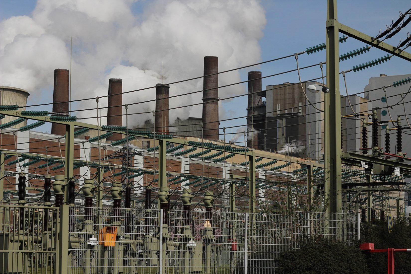 Große Mengen an verwertbaren Aschen und Schlacken fallen zum Beispiel in Kohlekraftwerken wie hier in Bergheim-Niederaußem an. Foto: Pixabay