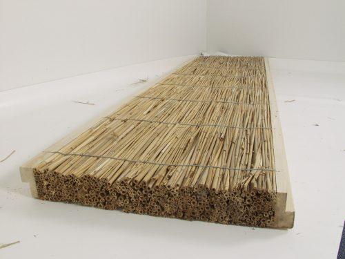 Trockener Innenausbau: Trennwand-Element aus Schilfrohr-Dämmplatte und Holzständer. Foto: Hiss Reet