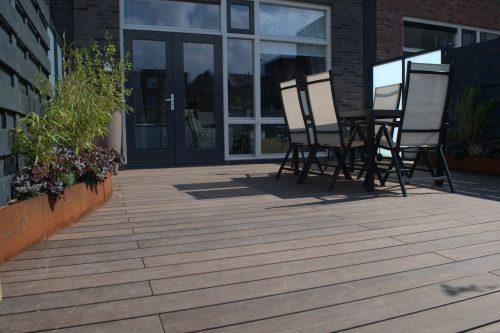 """Wärmebehandelte """"Bamboo X-Treme""""-Terrassendielen. Foto: Moso"""