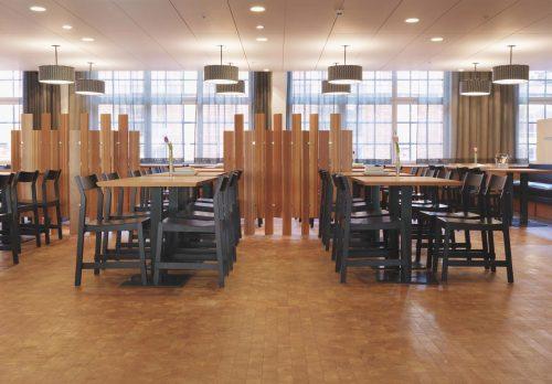 Holzpflaster-Beläge wirken nicht nur hochwertig, sondern sind auch sehr robust. Foto: Fachverband Holzpflaster/OPW Oltmanns & Willms