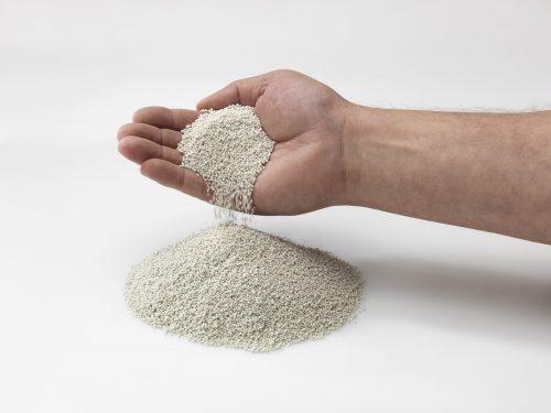 Enthält der Mörtel Zuschläge wie Bims, Perlite, Blähton oder Blähglas (Foto), spricht man von Leichtmauermörtel. Foto: Liapor
