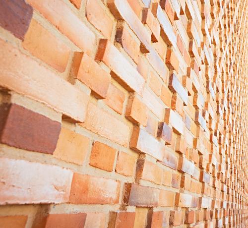 Bei Sichtmauerwerk dominieren relativ breite Mörtelfugen. Foto: Quick-Mix