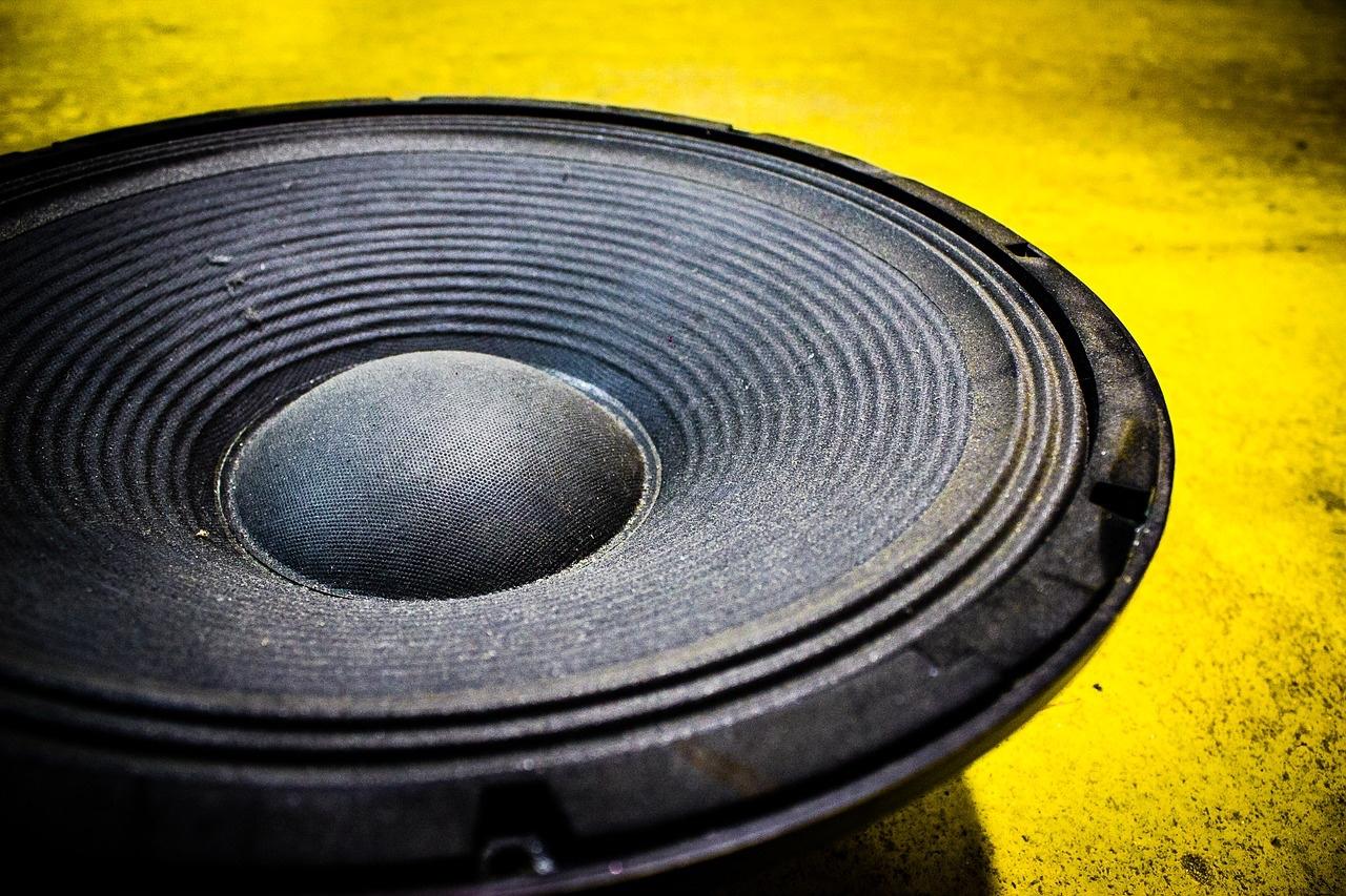 Schallschutz nach DIN 4109 bedeutet keineswegs, dass man aus der Nachbarwohnung nichts mehr hört. Foto: Pixabay