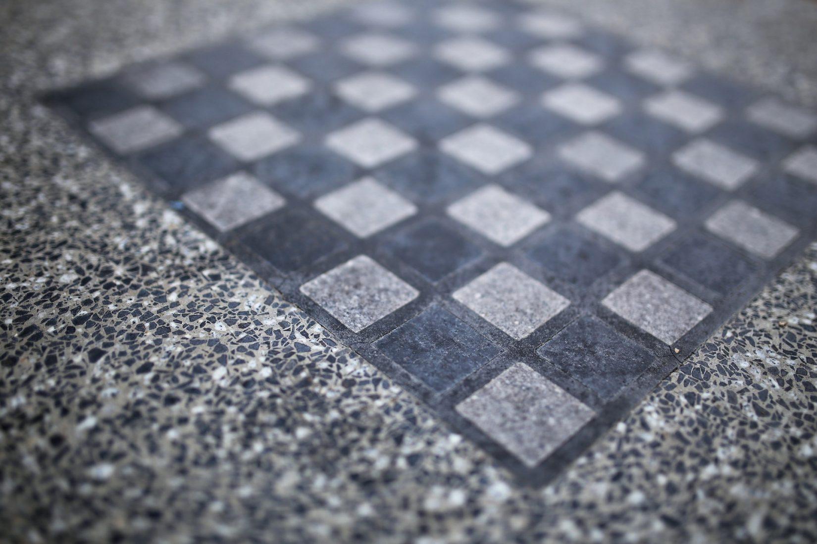 Terrazzo-Boden mit Mosaiksteinmuster in Schachbrettoptik. Foto: Pixabay