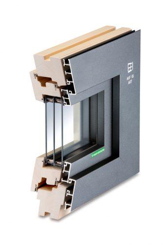 Bei modernen Aluminium-Holz-Fenstern gibt es keine direkte Verbindung zwischen metallischer Außenschale und Holz. Foto: Kneer-Südfenster
