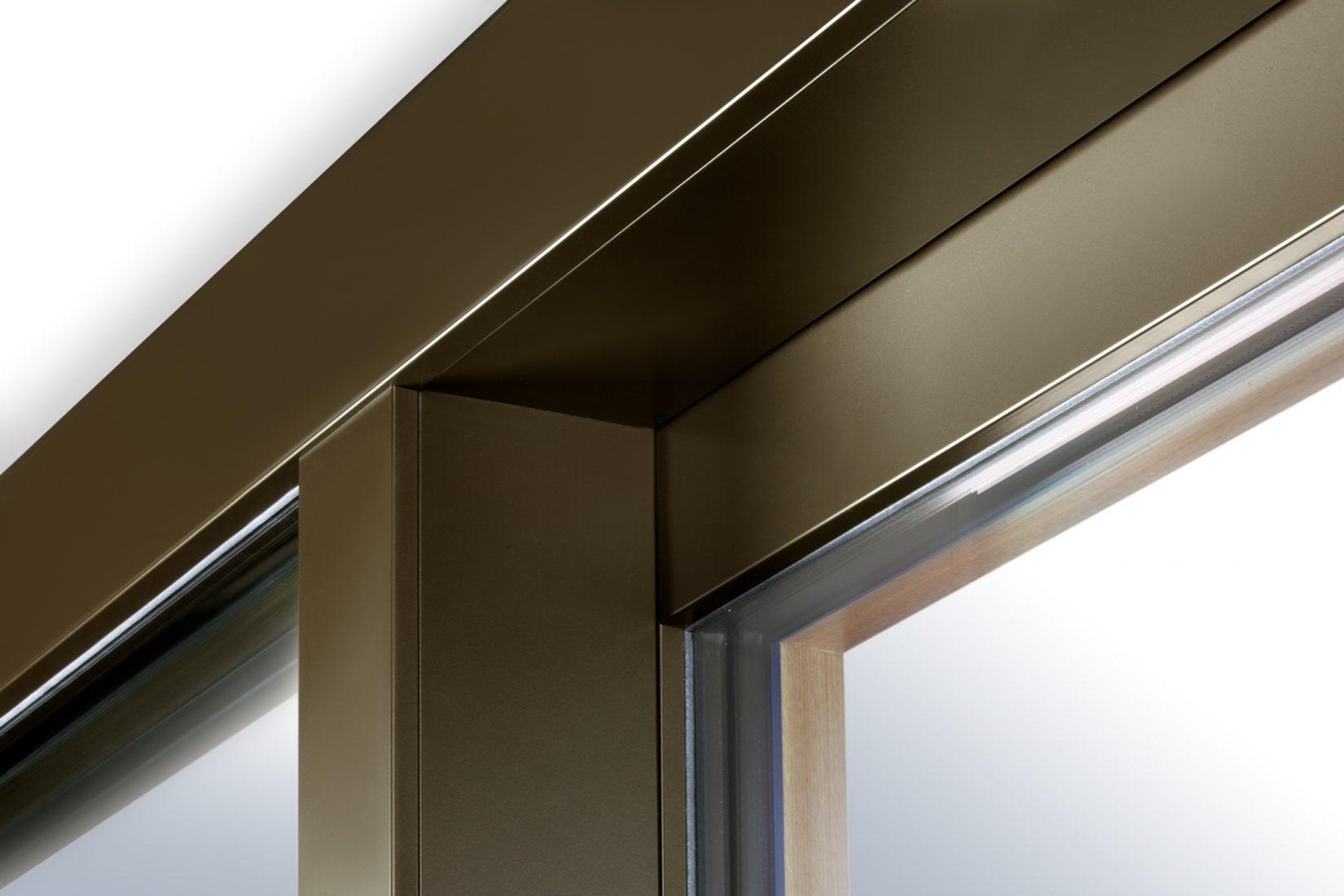 Rahmenkonstruktion mit äußerer Aluminiumschale und inneren Holzflächen. Foto: Kneer-Südfenster