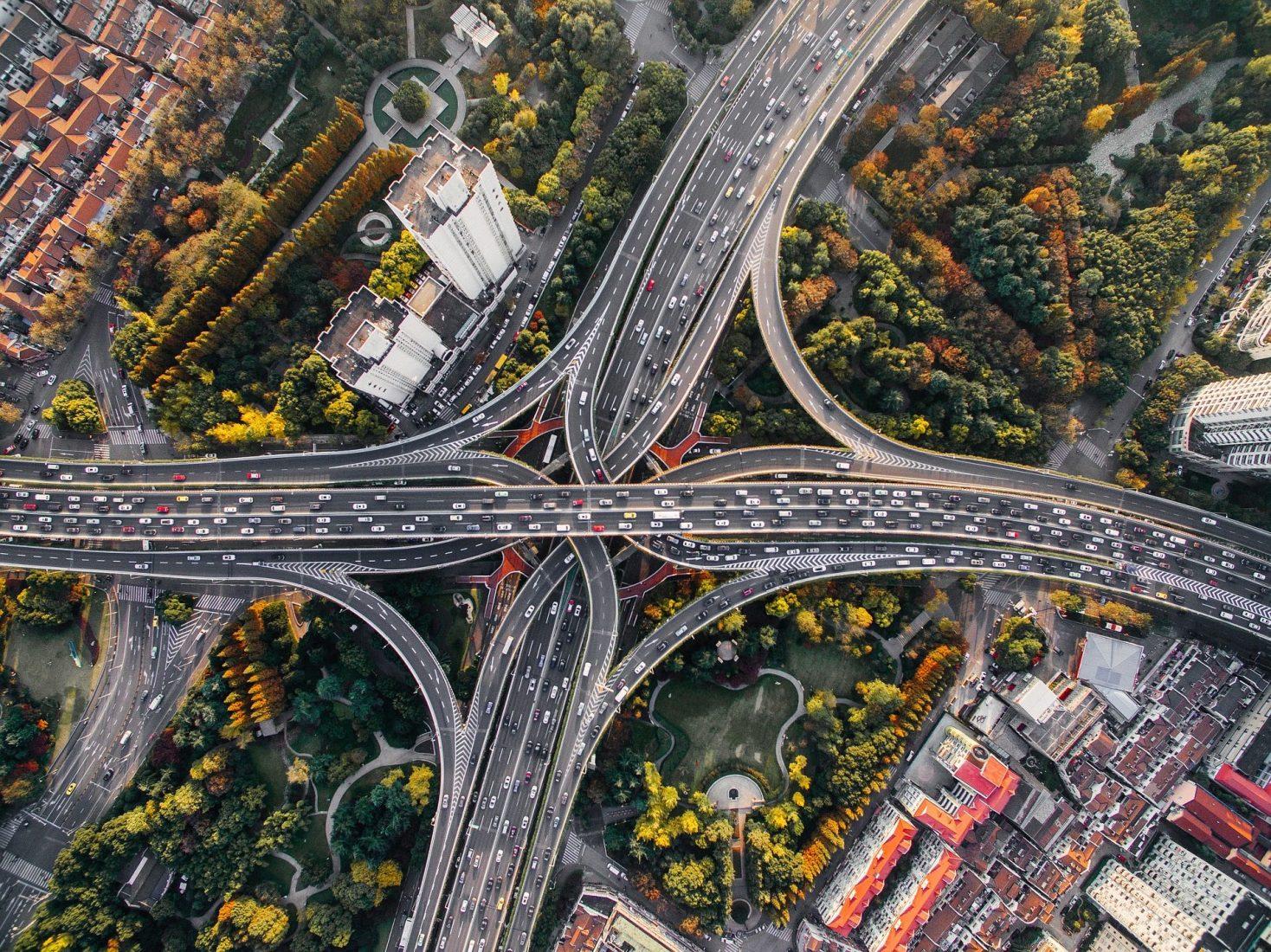 Fahrtkosten zur Arbeit lassen sich von der Steuer ansetzen. Foto: Pixabay