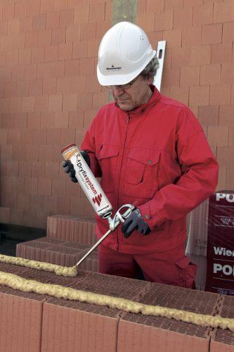 Mauerwerk: Für die Verklebung von Poroton-Planziegeln hat Wienerberger einen speziellen PU-Schaum entwickelt. Foto: Wienerberger