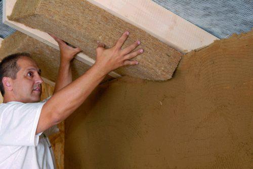 Flexible Hanfmatte zur Zwischensparrendämmung im Dachbereich. Foto: Thermo Natur