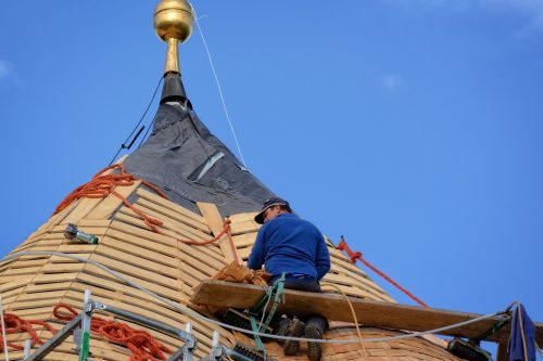 Auch Dachdecker, die ihren Meister machen wollen, profitieren vom Aufstiegs-BAföG. Foto: Pixabay