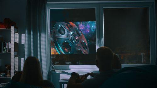 Über den Bildschirm im Fenster lassen sich zum Beispiel Filme streamen: Foto: Drutex