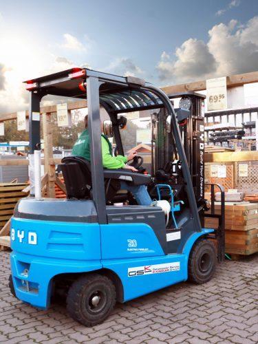 Einsatz eines E-Staplers mit LiFePo-Akku vom Hersteller BYD im Hagebaucentrum Altenburg.