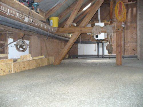 Der Porenleichtbeton Aerodur HB wird zum Beispiel für wärmedämmende, leichte Ausgleichsmassen im Dachbodenbereich verwendet. Foto: Dyckerhoff