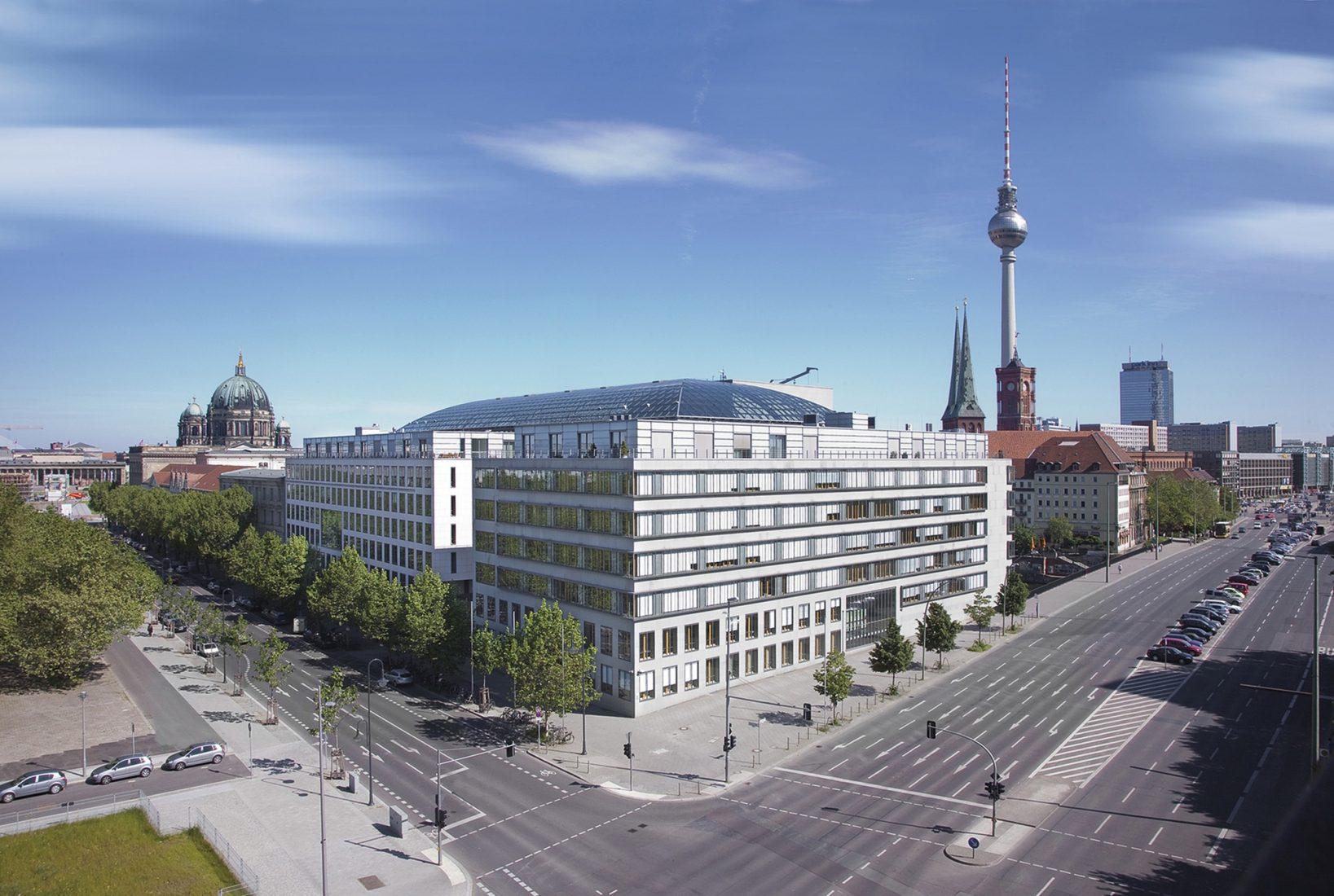 Dachorganisation in Berlin: Hauptsitz des DIHK. Foto: Michael Tewes