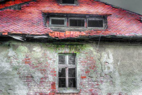 Dieses Gebäude müsste dringend saniert werden, was dann sicher auch eine Modernisierung nach sich ziehen würde. Foto: Pixabay
