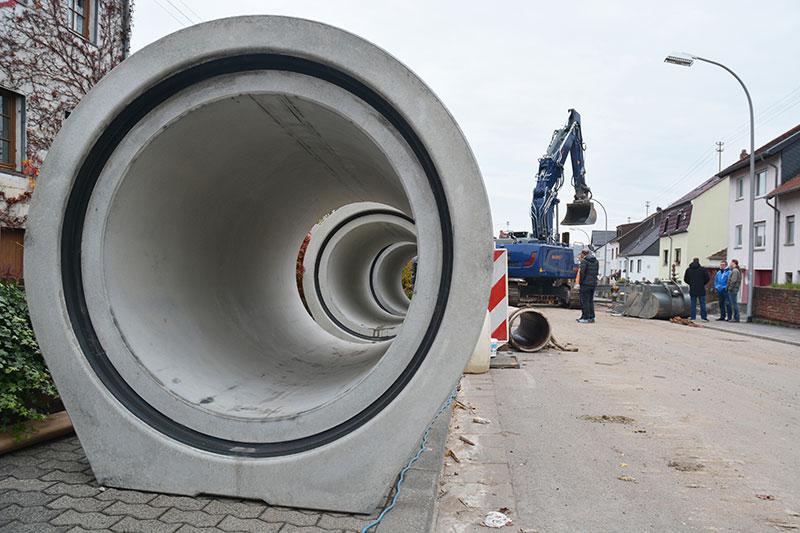 Für Großobjekte: Stahlbetonrohre eignen sich für hoch belastete Grundleitungen. Foto: FBS