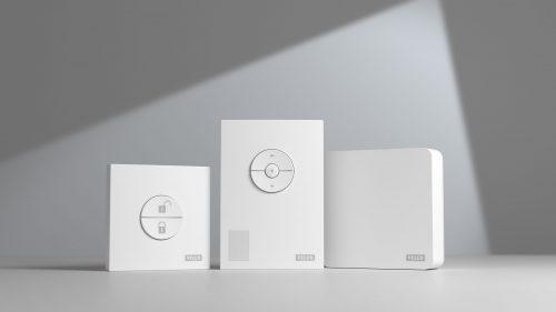 Das Velux-Active-Paket besteht aus den drei Bestandteilen (v.l.n.r.) Außer-Haus-Schalter, Raumklima-Sensor und Internet-Gateway. Foto: Velux
