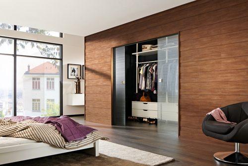 Fließende Holzdielen-Übergänge zwischen Boden und Wand liegen aktuell im Trend. Foto: Meister-Werke Schulte