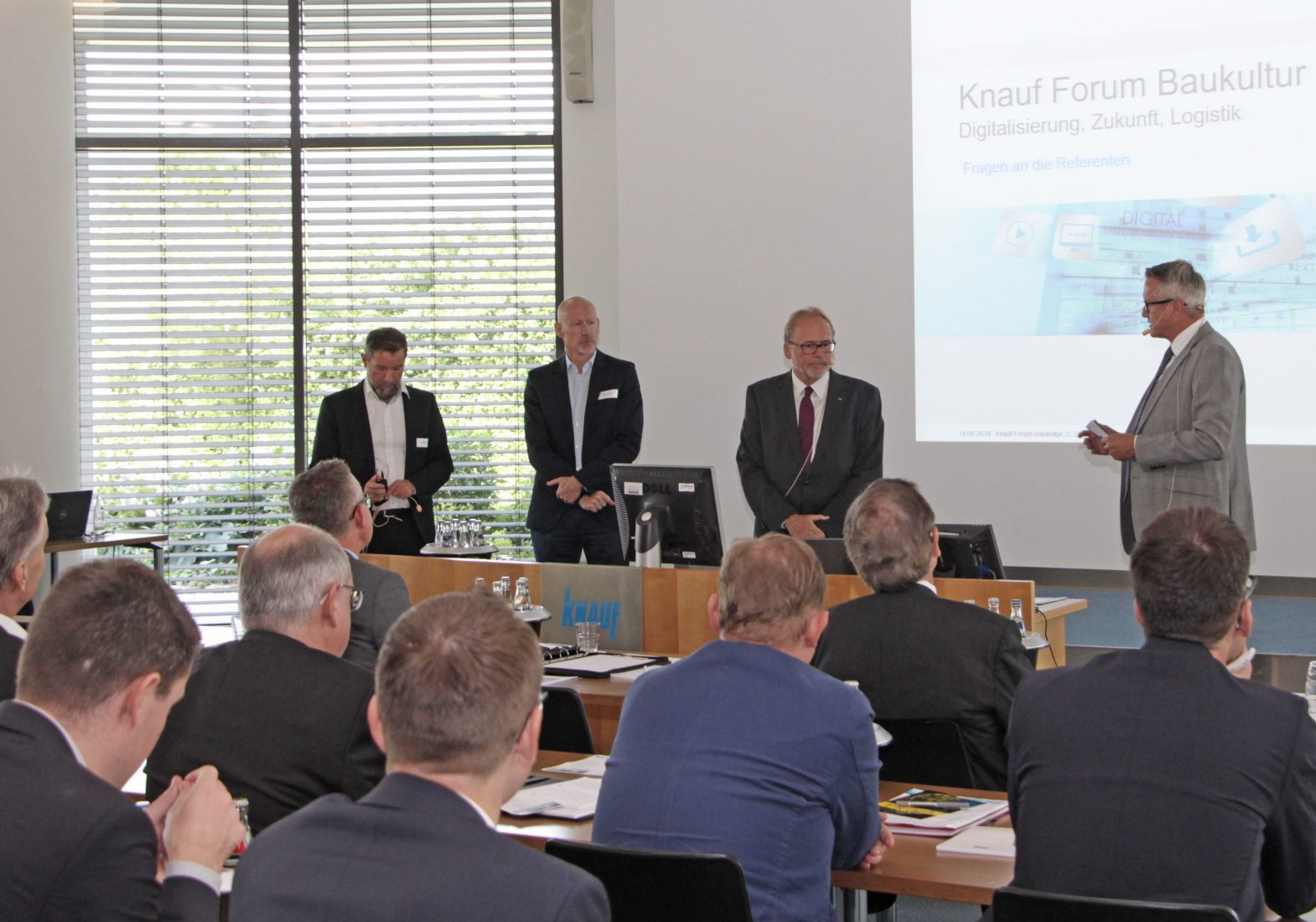 Podiumsdiskussion mit (v.l.) Dr. Alexander Rieck, Dirk Schaper, Dr. Andreas Froschmayer und Christoph Dorn. Foto: Knauf