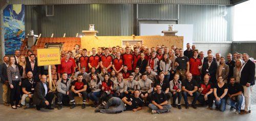 Die 55 Teilnehmer zusammen mit den Industrievertretern und den Bauking-Verantwortlichen. Fotos: Bauking AG