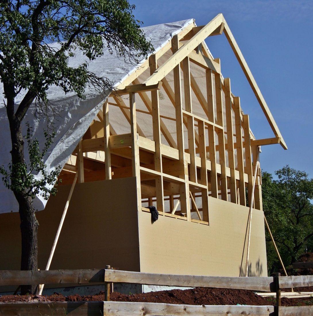 Bauen mit Holz liegt im Trend – doch nicht immer profitiert der Fachhandel davon. Foto: Pixabay