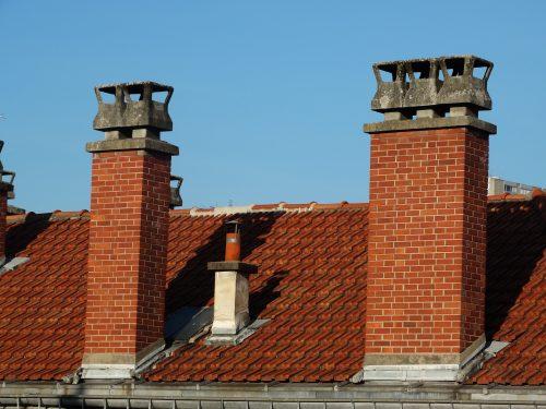 Schornsteinaufsätze aus Beton sind relativ günstig, aber nicht sehr resistent gegen aggressive Abgase. Foto: Pixabay