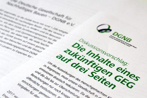 Die DGNB fordert ein radikal vereinfachtes Gesetz, das Gebäude nur noch anhand von CO2- Emissionen bewertet. Foto: DGNB
