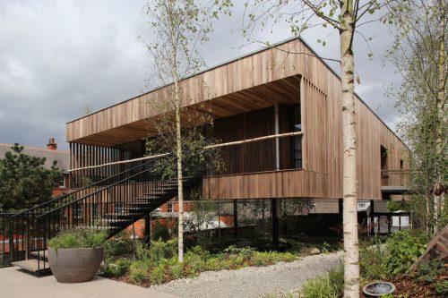 Die Fassade dieses Hauses wurde mit wärmebehandeltem Holz vom amerikanischen Tulpenbaum verkleidet. Fotos: AHEC