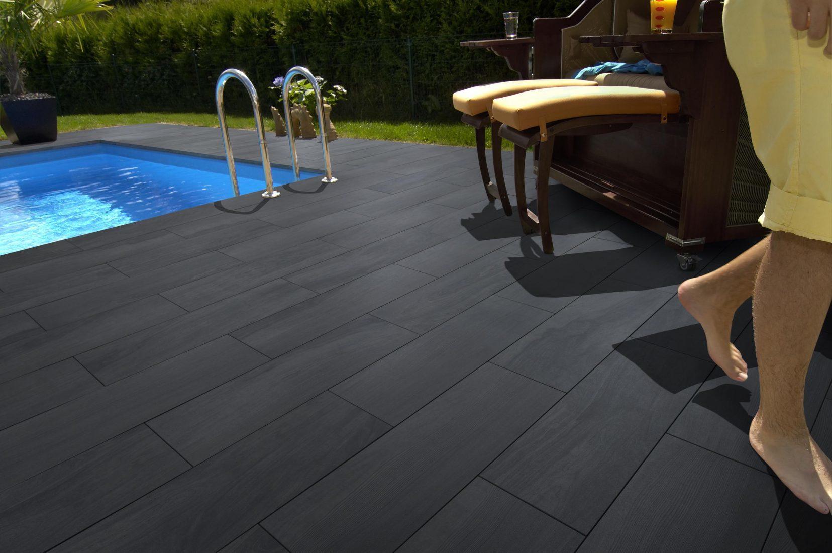 Von wegen kalter Beton: Diese Terrassenplatten sind garantiert heißer als der Grünstreifen. Foto: Kann