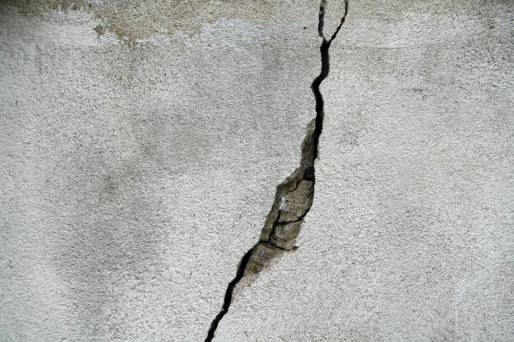 Risse in Wänden gehören zu den klassischen Schadensbildern am Bau. Foto: Pixabay