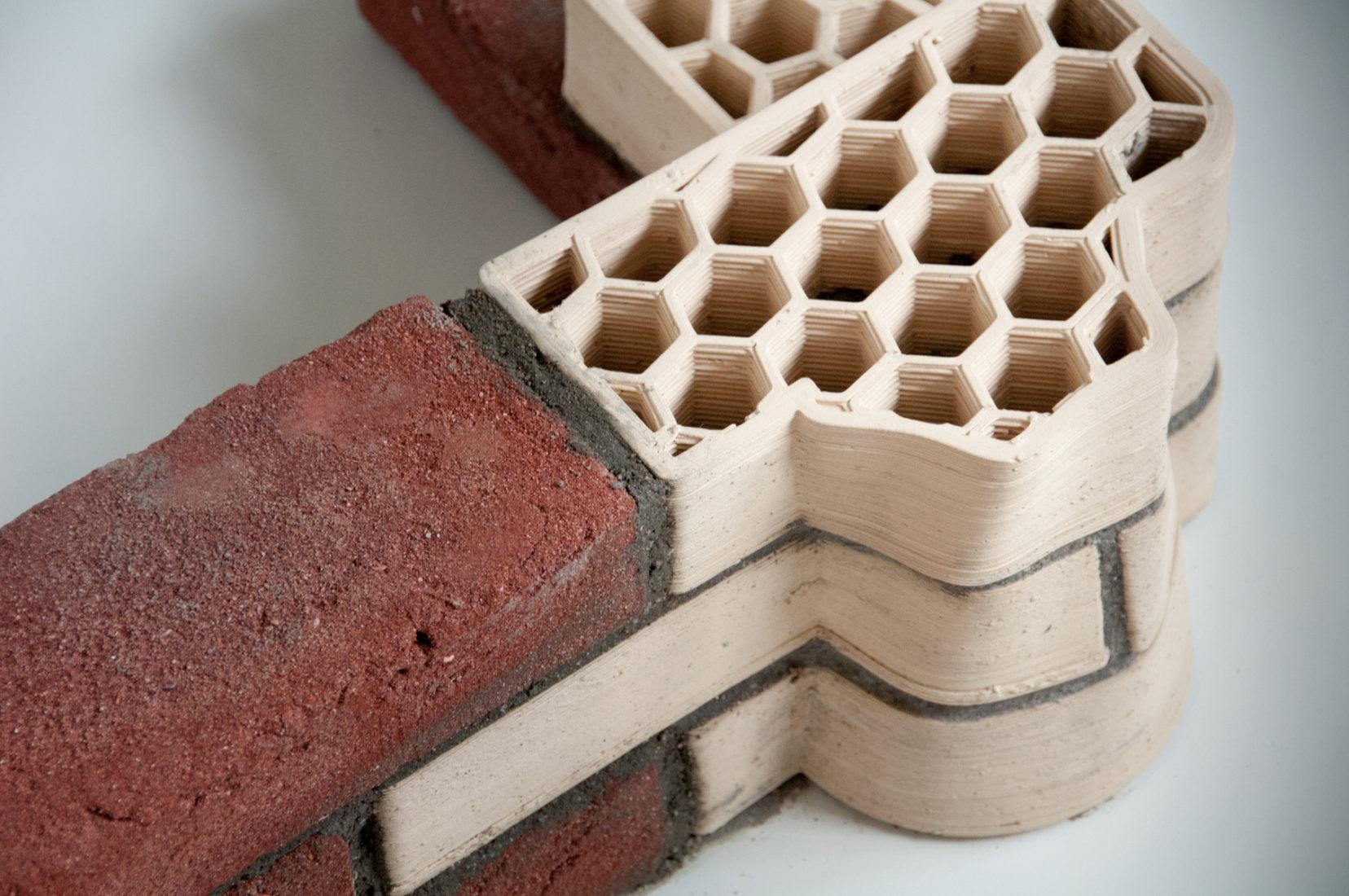 Individuell gedruckte Unipor-Mauerziegel aus tonartigem Lehm. Foto: Dennis de Witte, TU Darmstadt