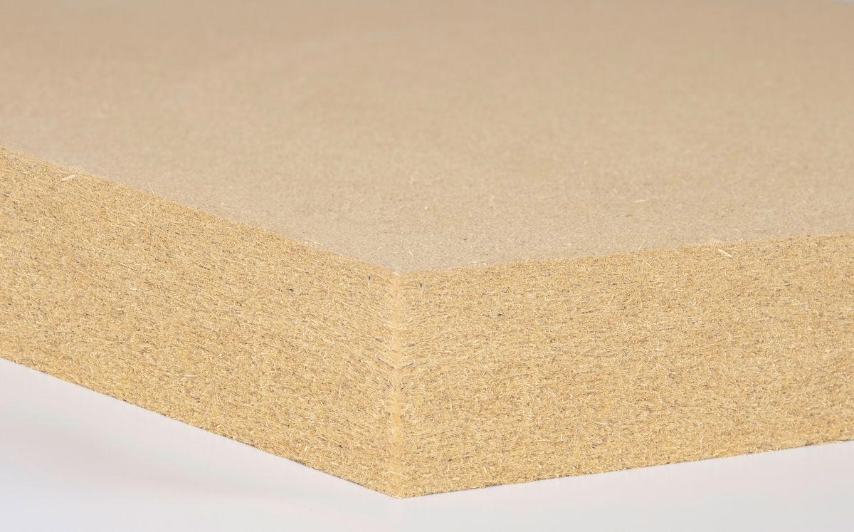 Die neue Holzfaserdämmplatte ist schwer entflammbar und nicht glimmend. Foto: Gutex