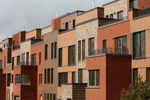 Ziegelbaustoffe ermöglichen eine optisch vielfältige Fassadengestaltung. Foto: Lebensraum Ziegel / Rolf Otzipka Fotografie