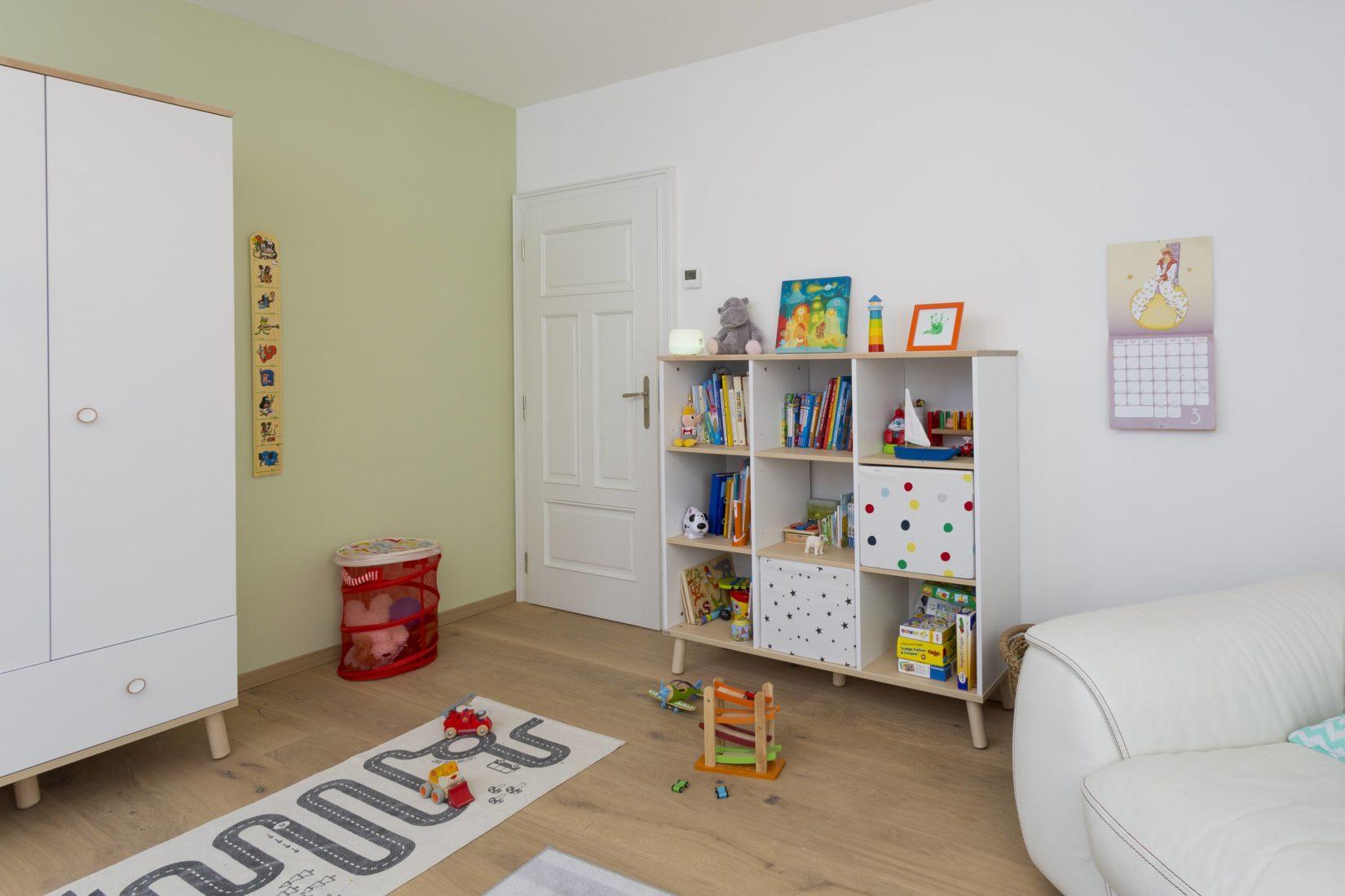 Der neue Putz verbessert das Raumklima auch im Kinderzimmer. Foto: Knauf/Stefan Ernst