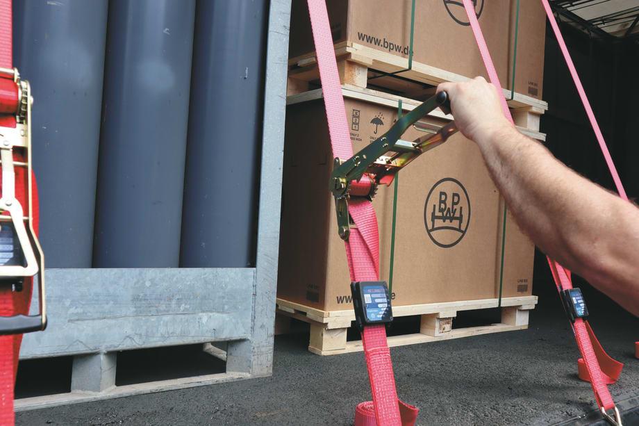 Die Sperrvorrichtung der Ratsche ermöglicht das Festzurren des Gurtes unter Spannung. Fotos: BPW Bergische Achsen KG